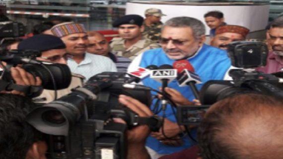 गिरिराज सिंह ने दिया विवादित बयान, अगर कम हुई हिंदुओं की आबादी तो नहीं बचेगा लोकतंत्र