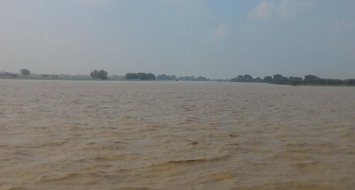 boat-overturns-in-falgu-river-including-6-women-7-people-died