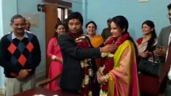 कम खर्च में की आईएएस युगल ने शादी