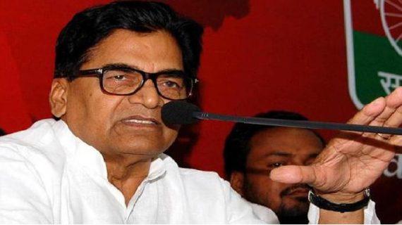 सपा दंगलः अखिलेश के समर्थन में आए रामगोपाल
