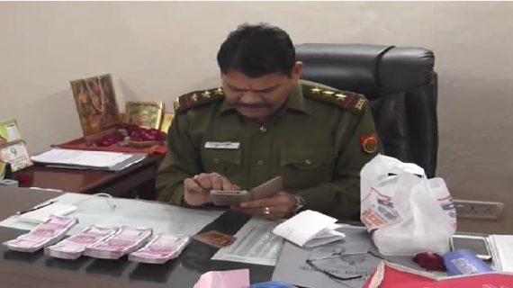 दो वाहनों से पुलिस ने बरामद की लाखों की रकम