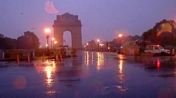 मौसम ने ली करवट दिल्ली NCR में बारिश तो पहाड़ों पर हुई बर्फबारी