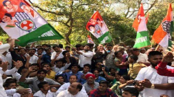 एमसीडी चुनाव : नाराज कांग्रेस कार्यकर्ताओं का राहुल के निवास पर प्रदर्शन