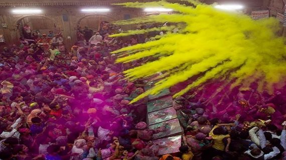 कुछ इस अंदाज में उड़ते हैं कनपुरिया होली के रंग…