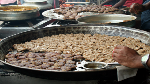 अवैध बूचड़खानों पर बैन का असर दिखा टुंडे कबाबों पर !