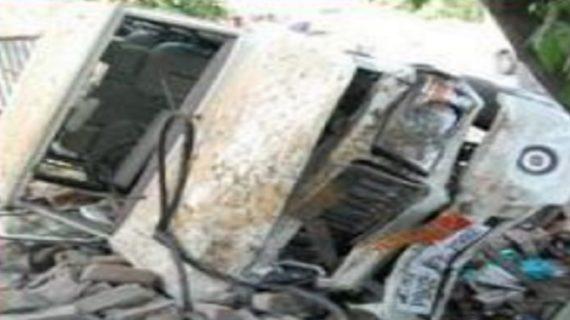 बेलगाम गाड़ी ने 4 बच्चों सहित दो रेहड़ी चालकों की ली जान