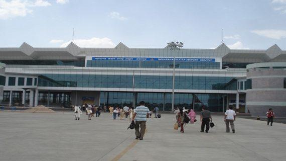 उदयपुर के डबोक एयरपोर्ट पर फटा फ्लाइट का टायर, क्रेश होने से बचा