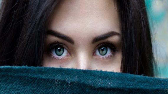 जानें गर्मियों में किस तरह रखें अपनी आंखों का ध्यान