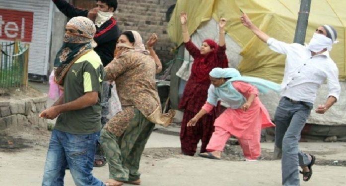 कश्मीर में महिला पत्थरबाजों का सामना करेंगी महिला पुलिस ब्रिगेड!