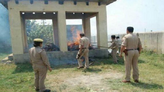 जानिए क्यों आधा जला शव पोस्टमार्टम के लिए ले गई पुलिस?