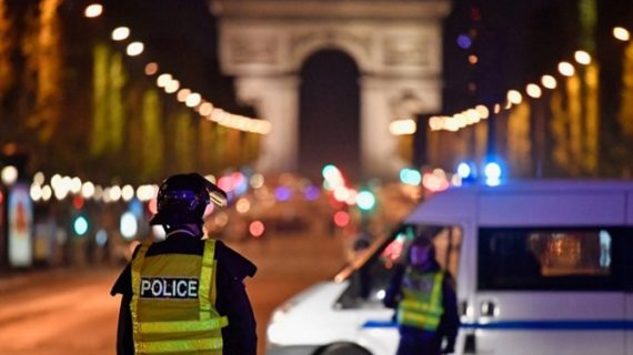 पेरिस में ISIS ने किया आतंकी हमला, एक ऑफीसर की मौत, 2 जवान घायल