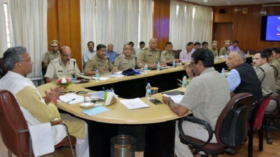 सीएम रावत ने पुलिस को दिए निर्देश, अपराधियों से सख्ती से आए पेश