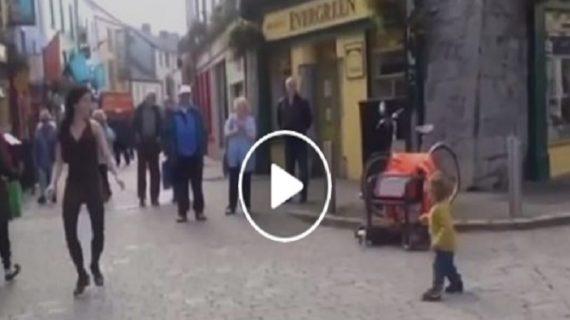 जब स्ट्रीट डांसर के साथ इस बच्ची ने मिलाए कदम, देखें वीडियो