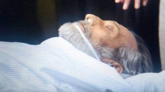 घर पहुंचा विनोद खन्ना का पार्थिव शरीर, शाम को होगा अंतिम संस्कार
