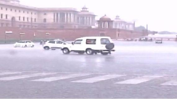 दिल्ली एनसीआर में हुई बारिश, लोगों को गर्मी से मिली राहत