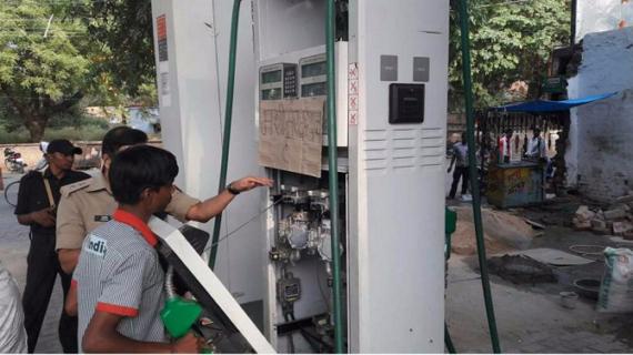 योगी की राह पर चली रावत सरकार, उत्तराखंड में हुई पेट्रोल पंपों पर छापेमारी