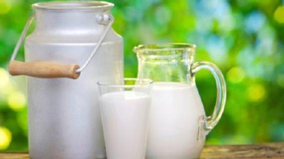 भूलकर भी न करे दूध के साथ इन चीजों का सेवन