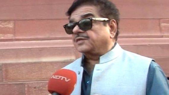 शत्रुघ्न सिन्हा के ट्वीट पर भड़के सुशील मोदी, इशारों में कहा गद्दार