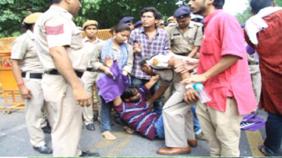 सोमवार को भी जारी है छात्रों का हंगामा :पटना