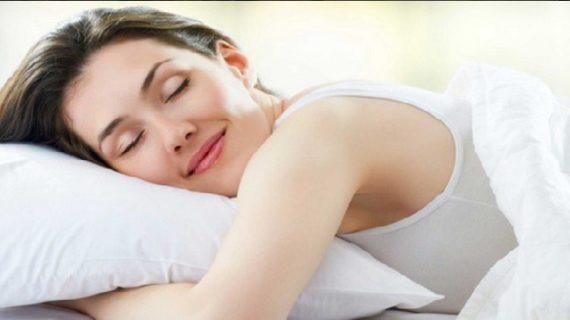 जाने रात में सोते वक्त अंडरगारमेंट्स पहनना सही है या नहीं