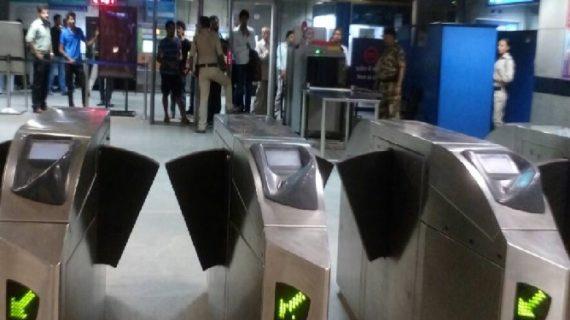 मेट्रो में फाइन से बचने के लिए युवक ने लगाई 30 फीट की उंचाई से छलांग