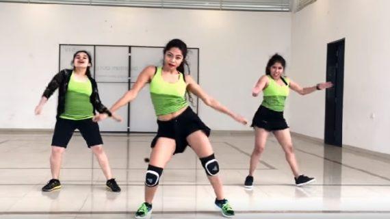 'हसीनों का दिवाना' गाने पर किया गया ये डांस आपके होश उड़ा देगा: वीडियो