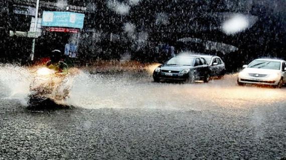 मुंबई में भारी बारिश के कारण हाई टाइड अलर्ट जारी
