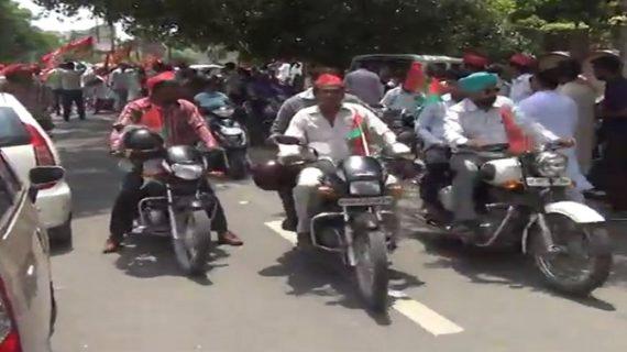 अंतराष्ट्रीय योग दिवस पर सपाइयों की मोटरसाइकिल रैली : मेरठ