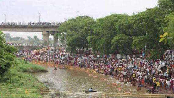 शिप्रा में हजारों श्रद्धालुओं ने लगाई डुबकी: शनिश्चरी अमावस्या