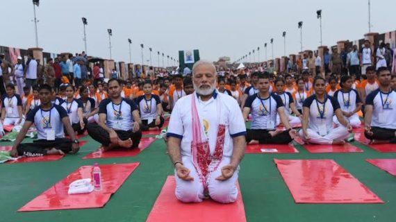 अन्तर्राष्ट्रीय योग दिवस पर विशेष: योग, योगी और पीएम मोदी