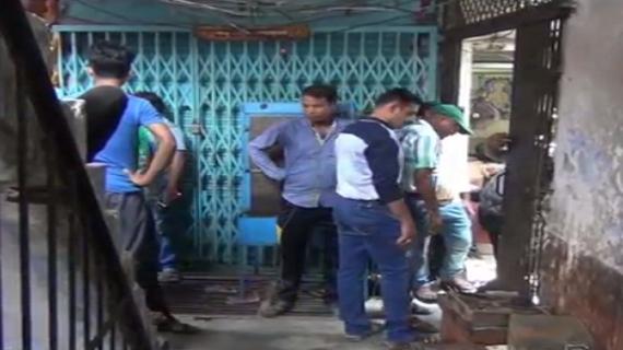 ज्वैलर्स की दुकानों पर लाखों की चोरी, वारदात हुई सीसीटीवी में क़ैद
