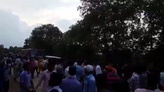 सोनभद्र /आईटीआई की परीक्षा देने आए सैकड़ों छात्रों ने जमकर हंगामा और पथराव किया