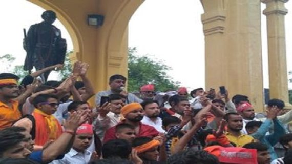 रायबरेली सामूहिक हत्याकांड के विरोध प्रदर्शन में 'ब्राह्मण महासभा' के एक दर्जन सदस्य गिरफ्तार