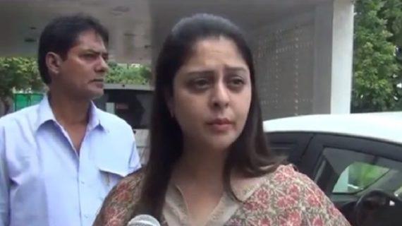 कांग्रेस नेत्री नगमा एडीजी प्रशांत कुमार से मिली