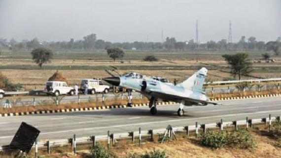 अक्तूबर में आगरा-लखनऊ एक्सप्रेस-वे पर मालवाहक विमान उतारने की तैयारी में वायुसेना