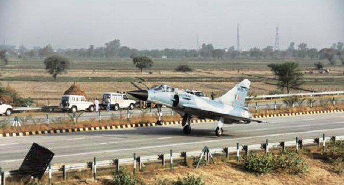 Air Force, preparation, carrying cargo, plane, Agra-Lucknow, Expressway, October,
