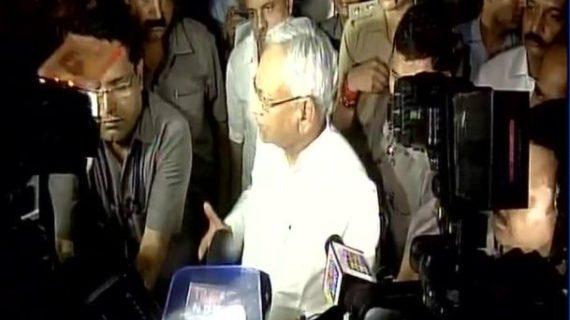 राज्यपाल से मिलकर नीतीश कुमार ने दिया इस्तीफा