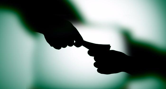 crime, uk, police, patwari, caught bribe, taking bribe