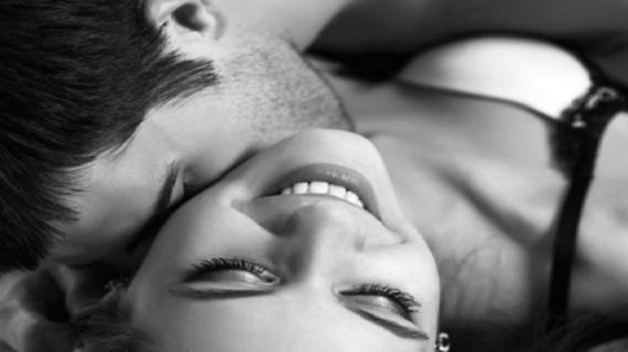 पति की गैर मौजूदगी का फायदा उठा प्रेमी करने लगा सेक्स, और फिर