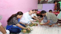 अमित शाह ने खाया जयपुर की कच्ची बस्ती में खाना