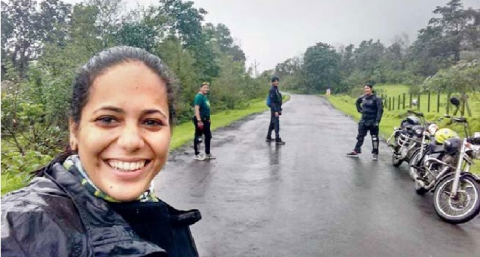 mumbai, woman, kill, pothole, accident, Biking