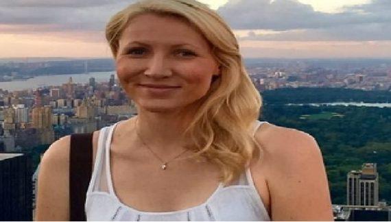 महिला टीचर ने बनाया प्लेन में स्टूडेंट के साथ शारीरिक संबंध