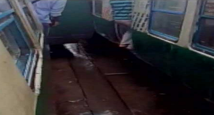 sealdah station, train accident, train derail, passengers injured