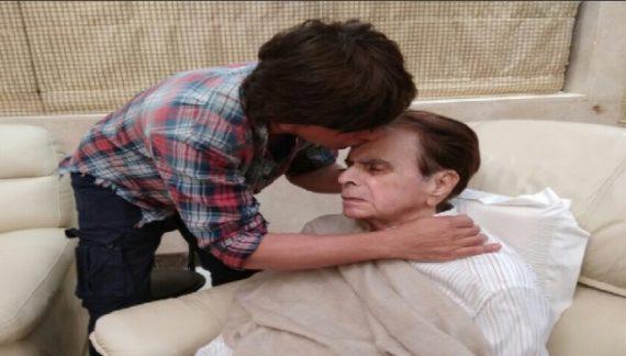 पिता दिलीप कुमार का हालचाल जानने उनके घर पहुंचे शाहरूख खान
