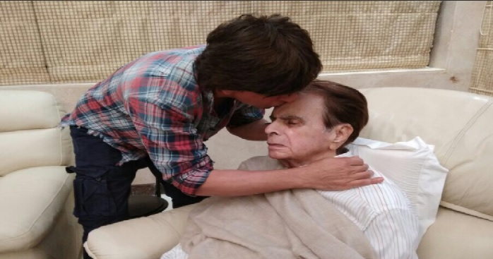 bollywood, shahrukh khan, visit, dilip kumar, photo