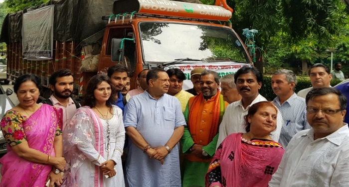 Slum Foundation, gave, relief material, Bihar, flood, victims, gave, green flag, truck,