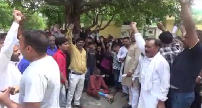 people protest, against mda, meerut, police