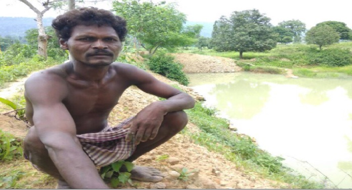 pond, mountain man, dashrath manjhi, village, koriya district