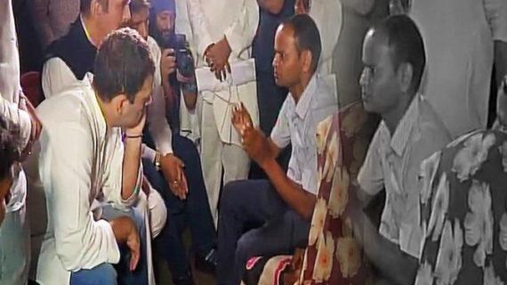 गोरखपुर पहुंचे राहुल गांधी, मृतक बच्चों के परिजनों से की मुलाकात
