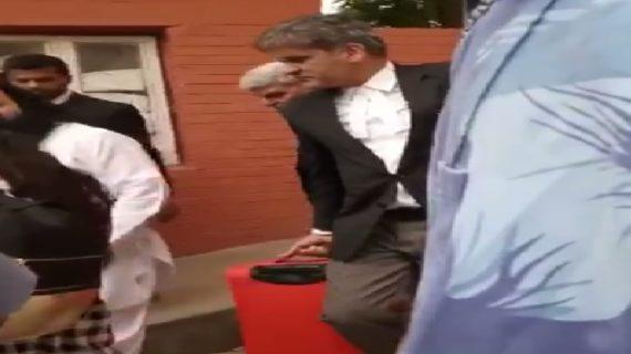 वीडियो: देखिए किस शान से ले जाया गया बलात्कारी बाबा को जेल